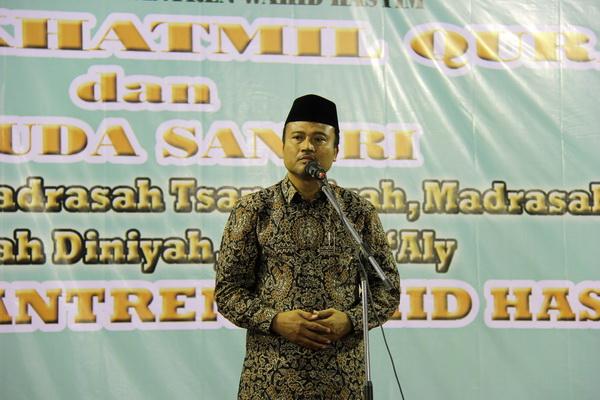 Bapak Drs.H.Maskul Haji,M.Pd.I , Kakanwil DIY saat memberikan sambutan di Haflah Khatmil Qur'an dan Wisuda Santri Pondok Pesantren Wahid Hasyim, Yogyakarta
